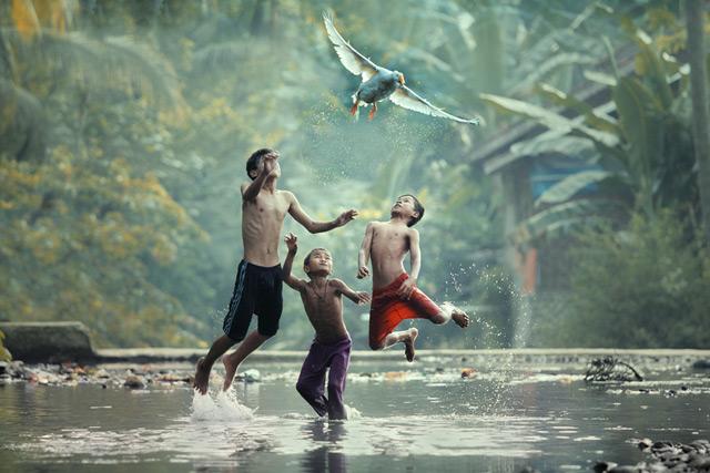 Photographer Taufik Sudjatnikas Incredible Photos of Life in Indonesia Indonesia