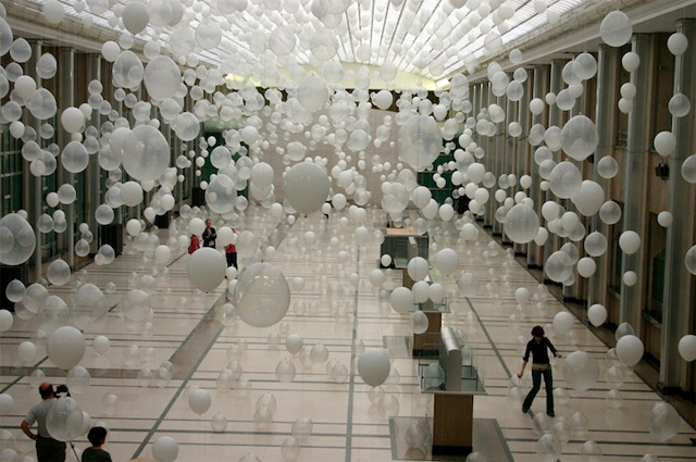 Scattered Crowd: Thousands of White Balloons Suspended by William Forsythe installation balloons
