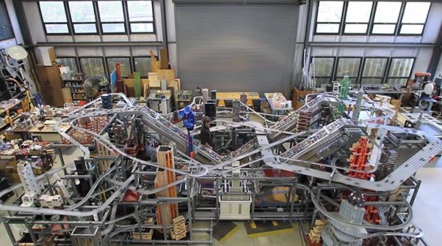 Metropolis II: A Kinetic Sculpture That Circulates 100,000 Miniature Cars Every Hour