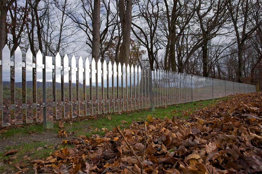 A Fence of Mirrors Reflects the Changing Landscape mirrors installation fences