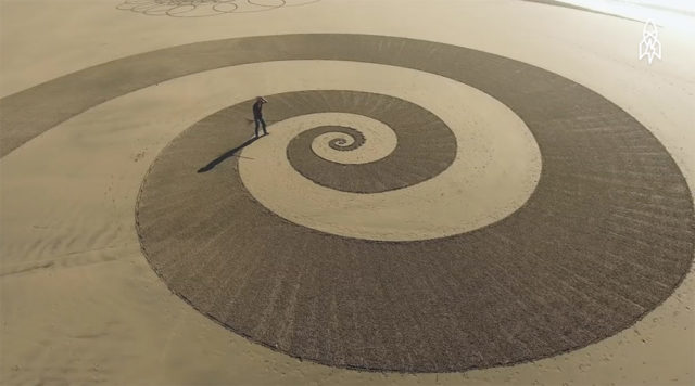 Lines in the Sand: Artist Jim Denevan Turns Beaches into Temporary Geometric Artworks