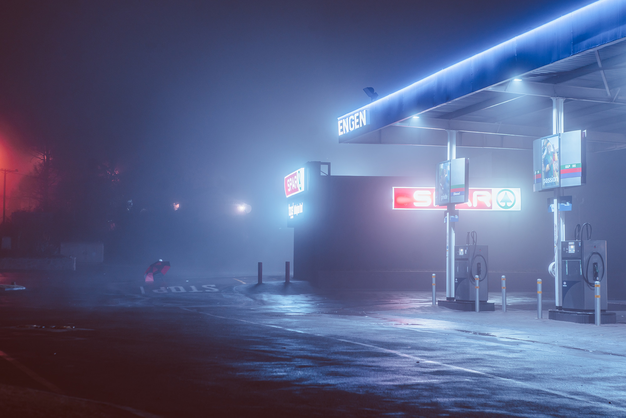 Nighttime City Scenes Bathed In Neon By Photographer Elsa