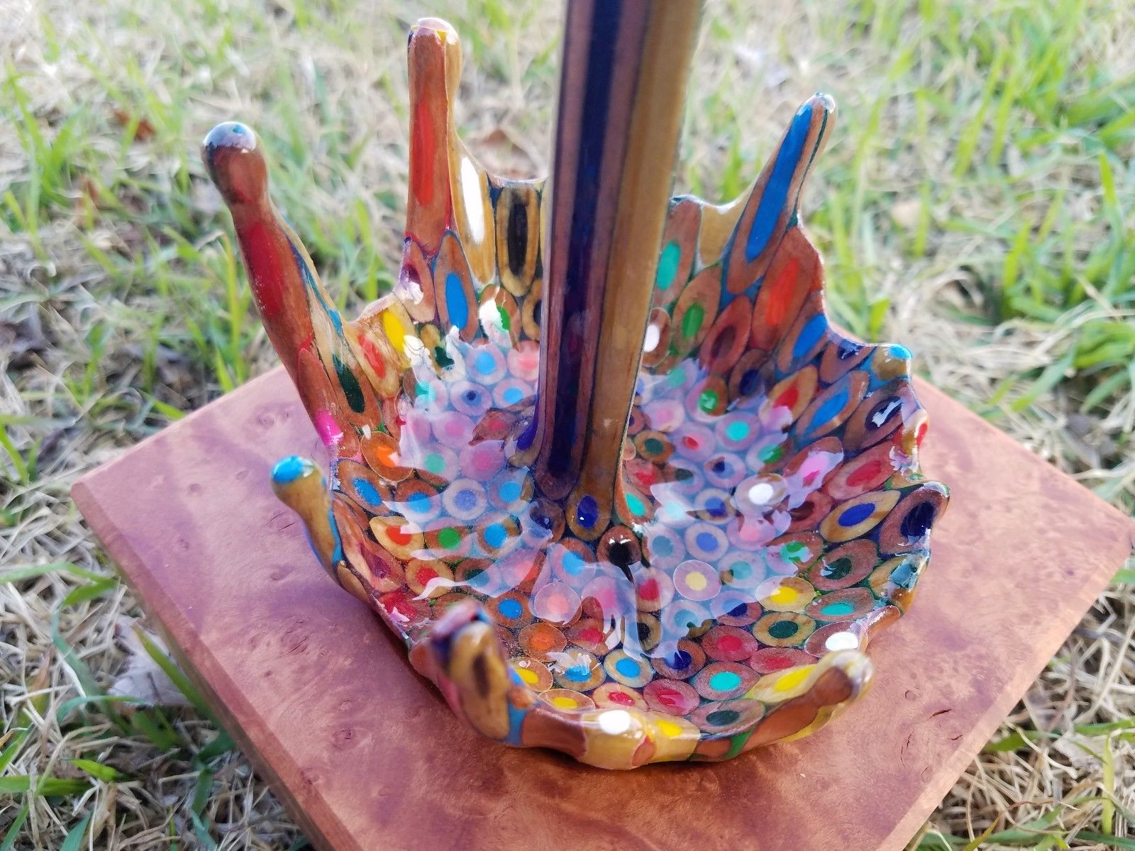 A Floating Coffee Cup Pours a Rainbow of Liquid Pencils Artes & contextos cup 4