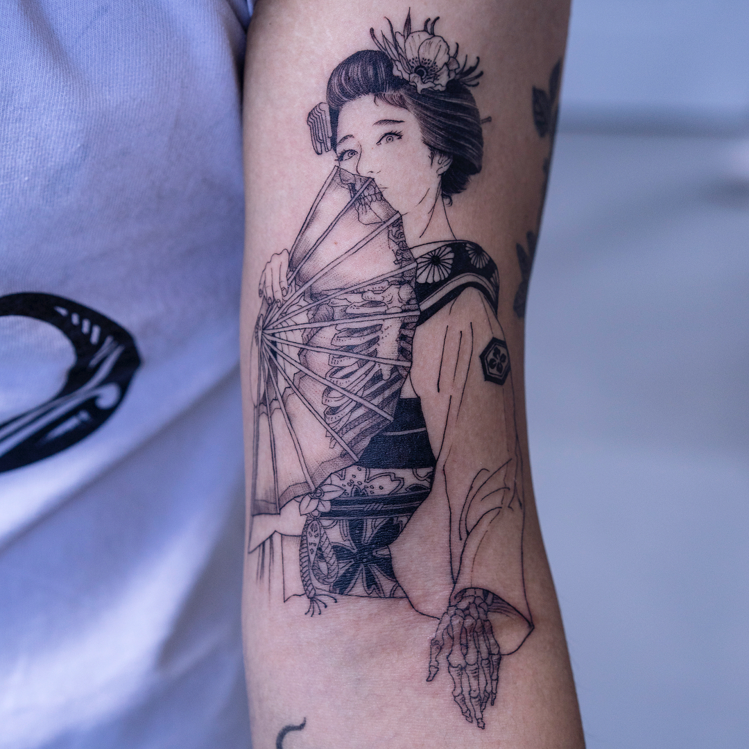 Black And White Figural Tattoos With A Macabre Twist By Korean Tattoo Artist Oozy Colossal