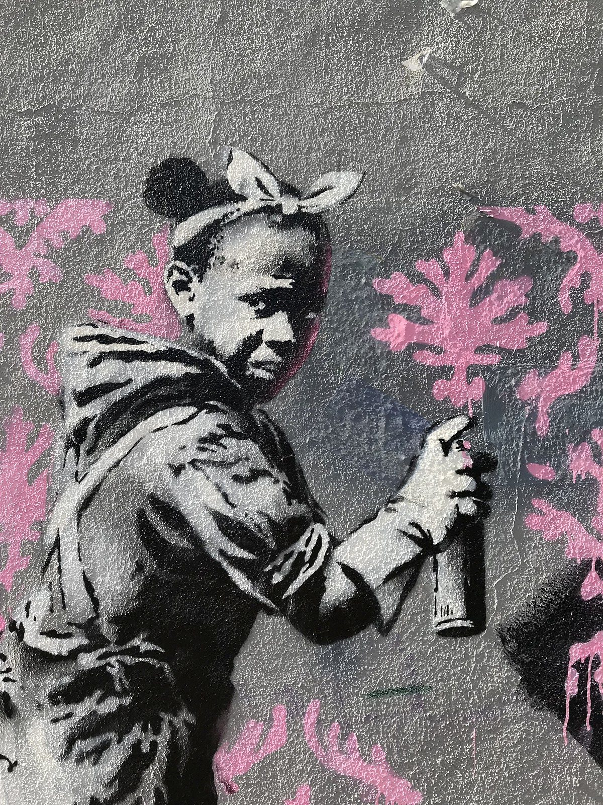 https://www.thisiscolossal.com/wp-content/uploads/2018/06/banksy_paris02-e1529826993862.jpeg