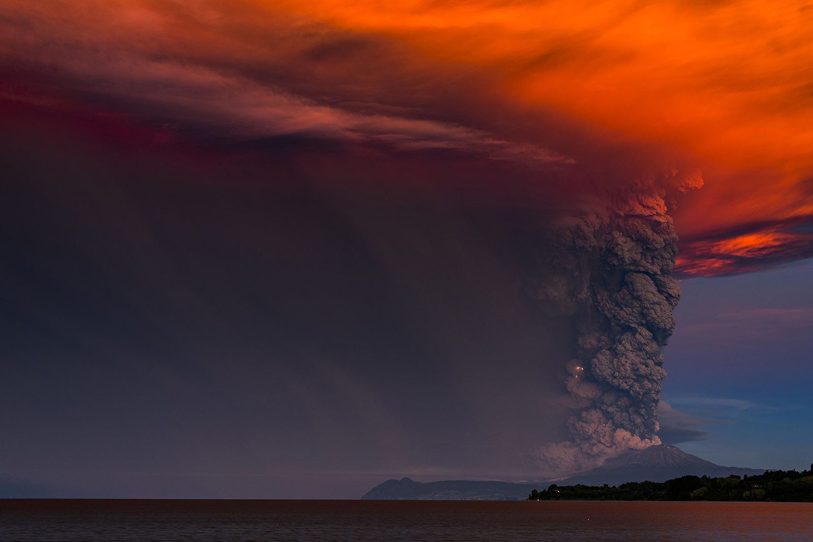 Chile volcanoes in the pictures of Francisco Negroni