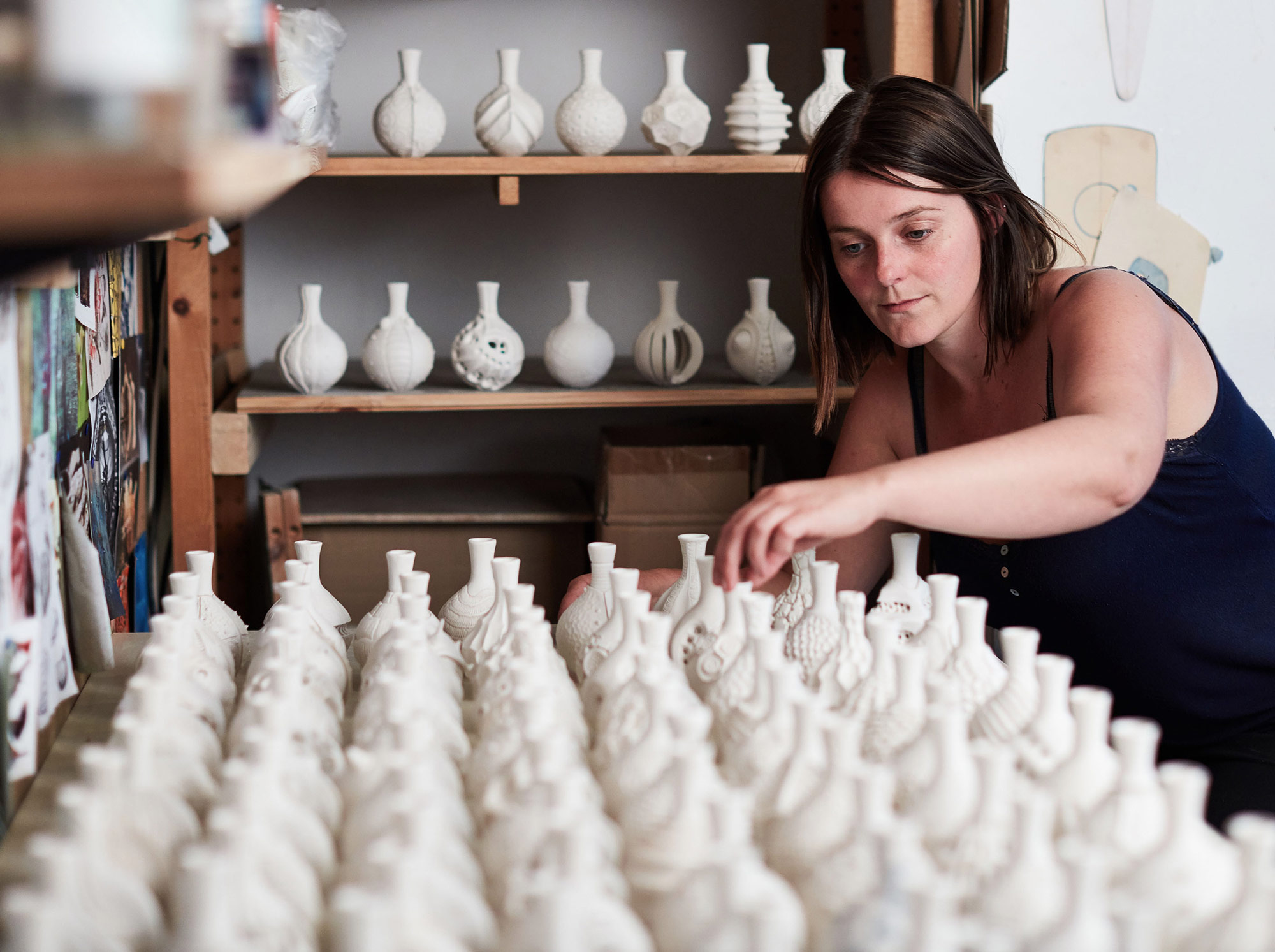 Ceramist Anna Whitehouse Created 100 Unique Clay Vessels in 100 Days Artes & contextos AnnaWhitehouse 03
