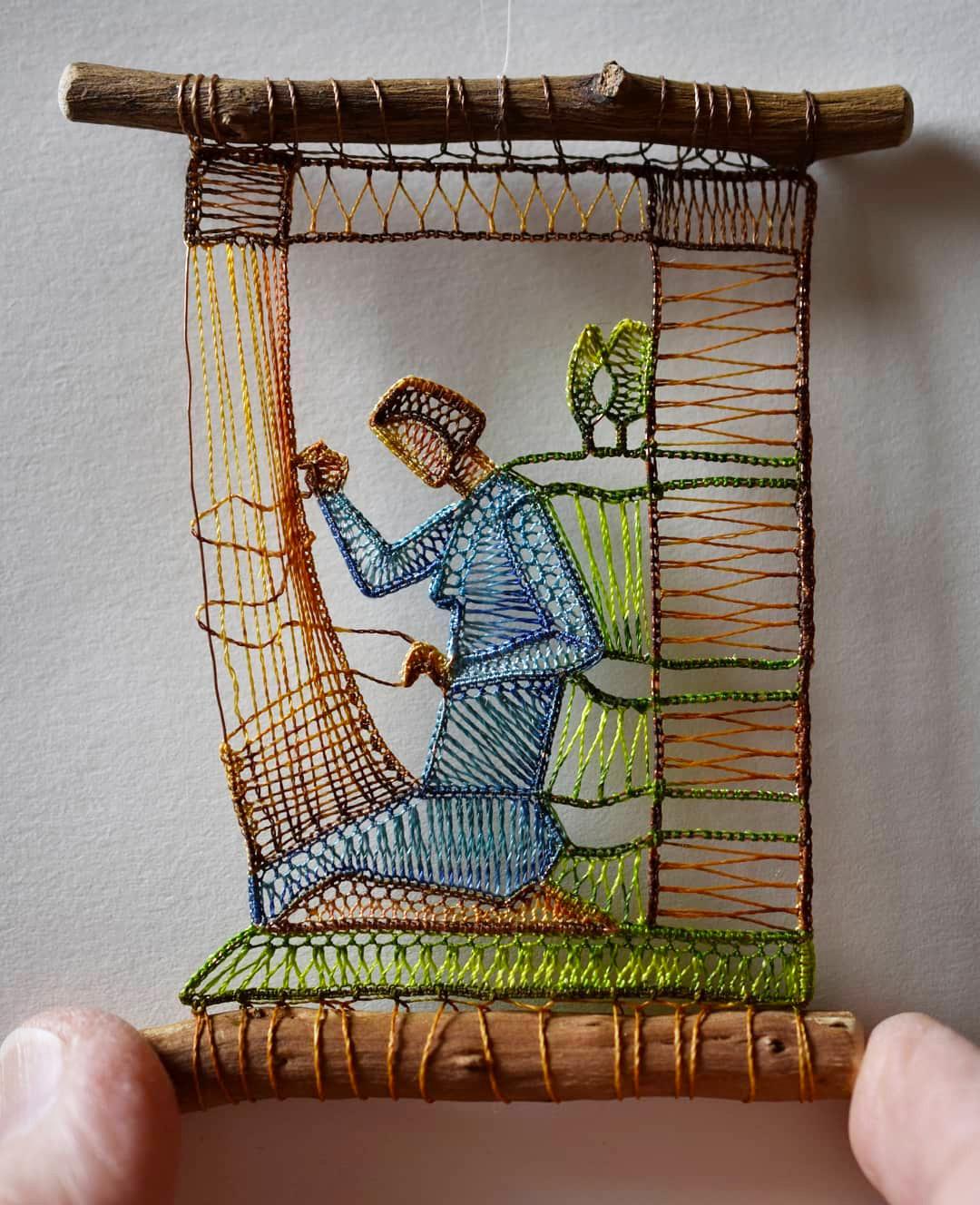 Scene domestiche e bucoliche nei piccoli pizzi colorati di Ágnes Herczeg