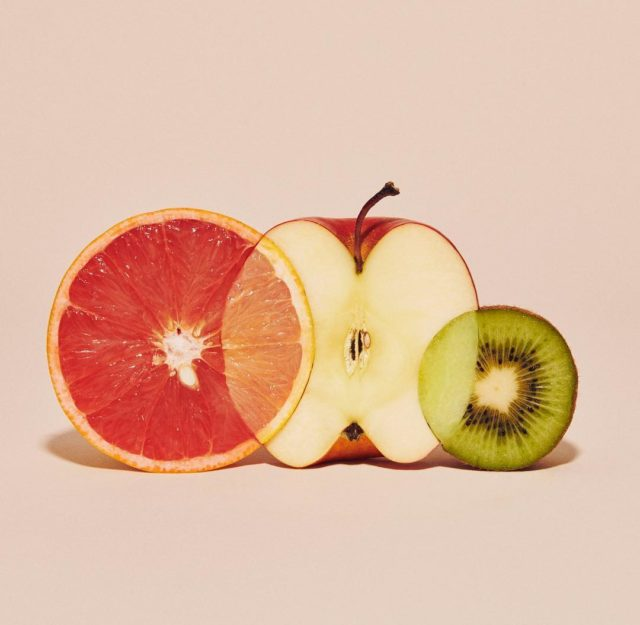 Apples and Oranges Come Together in Photographs of Spliced Fruits by Yuni Yoshida