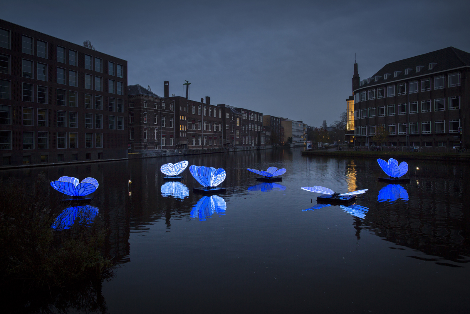 8th Annual Light Festival Illuminates Amsterdam with Glowing Sculptural Installations | Colossal