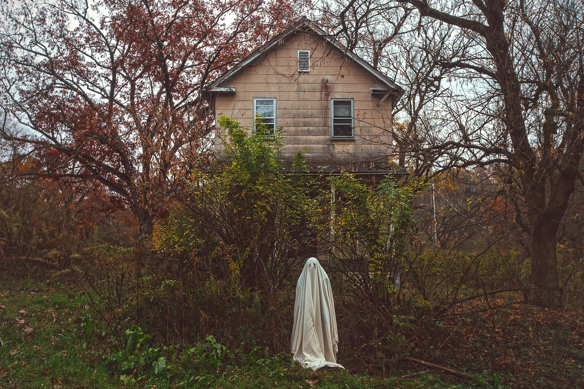 Ghosts Linger Around Abandoned Homes in Haunting Photographs by Karen Jerzyk