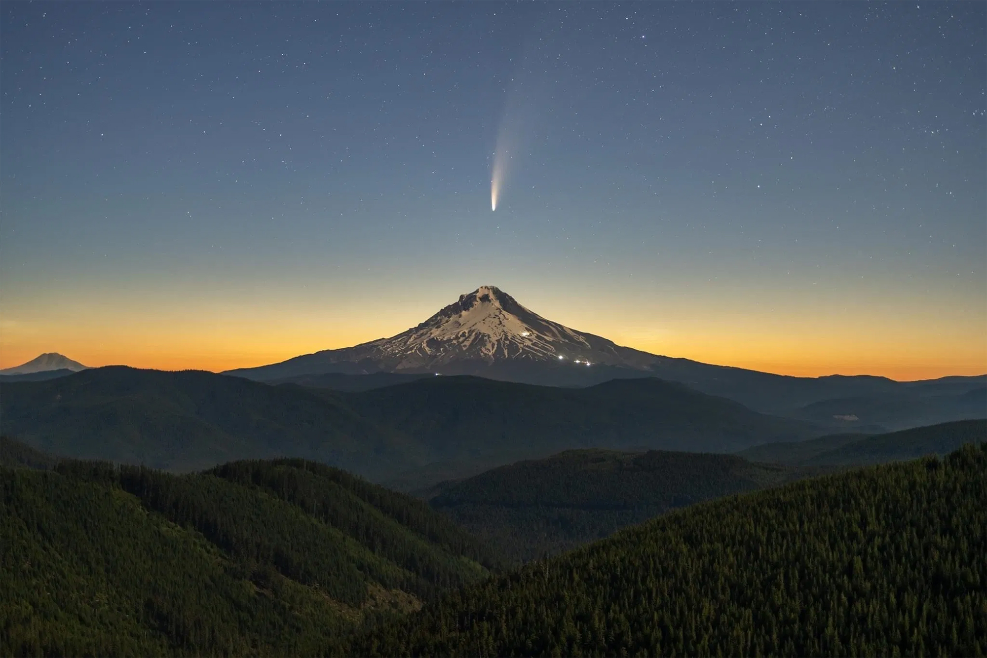 Bright Comet NEOWISE Captured Shooting Above Mount Hood by Photographer Lester Tsai