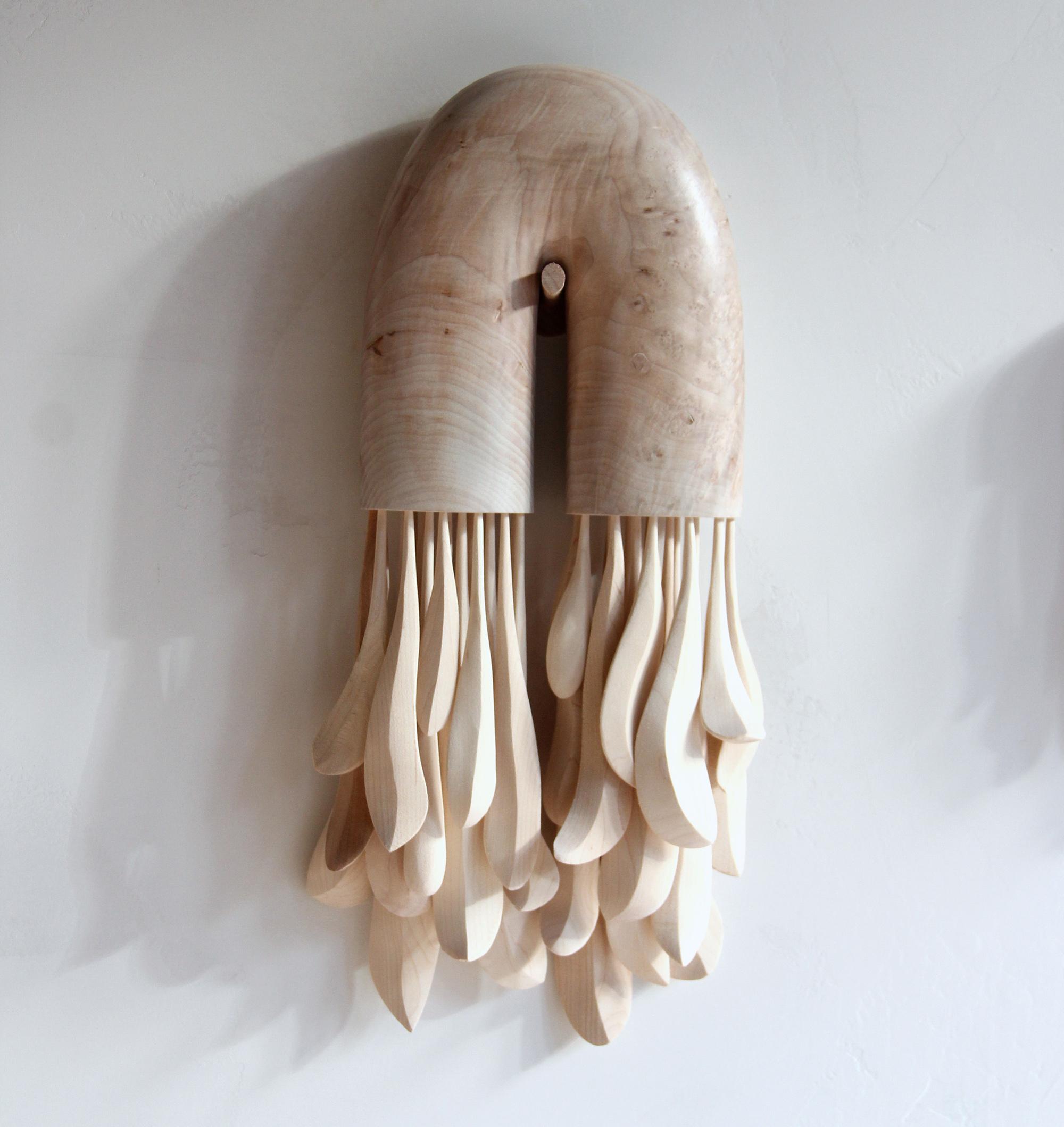 Curvas Suaves e Espaço Negativo em Esculturas de Madeira de Ariele Alasko Artes & contextos alasko 2